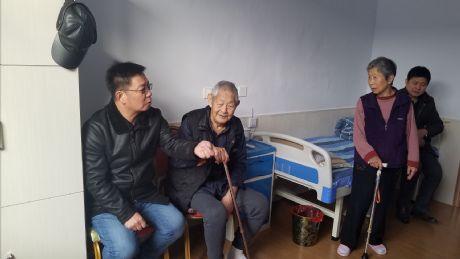 张家口煤机技校领导走访慰问离退休职工