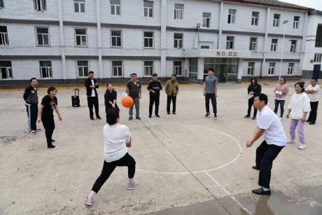 张家口煤机高级技工亚博体育软件下载工会组织教职工开展排球垫球比赛活动
